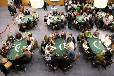 Iš sportinio pokerio turnyro traukiasi favoritai