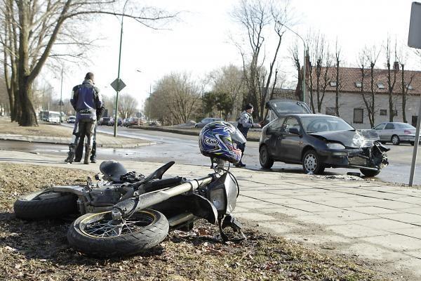 Klaipėdoje automobilis sužalojo motociklininką