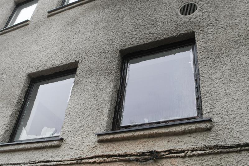 Gelbėdamiesi nuo didelio gaisro Kaune du žmonės iššoko per langą