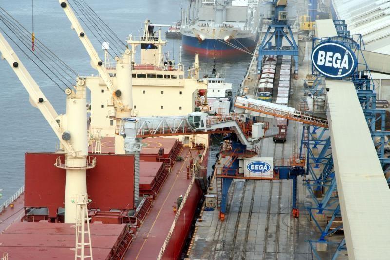 Klaipėdos uoste nuo laivo stiebo iš kelių metrų aukščio nukrito žmogus