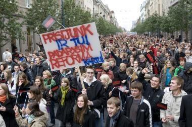 Politikai atidėjo sprendimą dėl studijų finansavimo