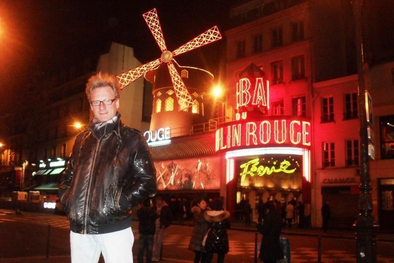 """Liko kelios valandos iki """"Pilies"""" premjeros, o šou vedėjas - Paryžiuje"""