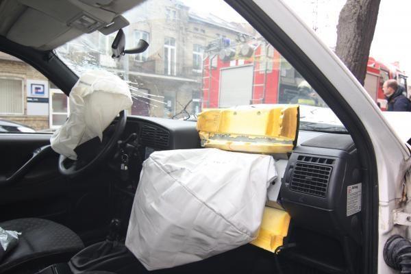 Taksi vairuotojai ir keleiviai raginami laikytis eismo saugos reikalavimų