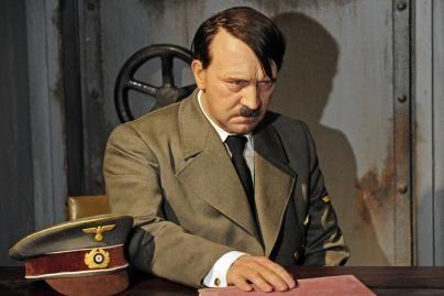 A.Hitlerio figūra – jau be galvos