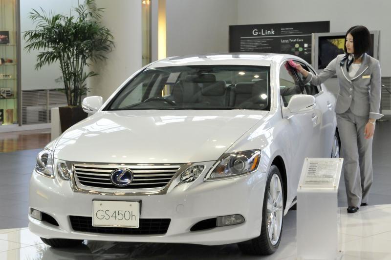 """""""Lexus"""" pristato naująją LS modelių gamą"""