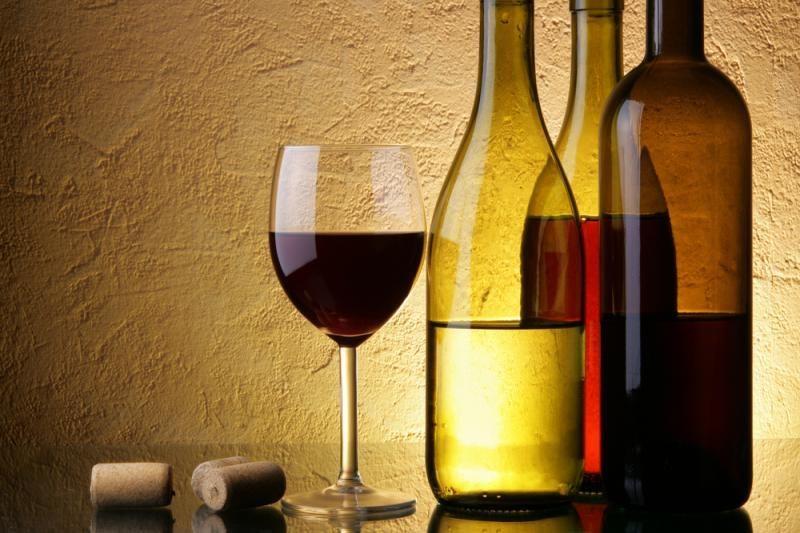 Raginama neatšaukti alkoholio reklamą draudžiančio įstatymo