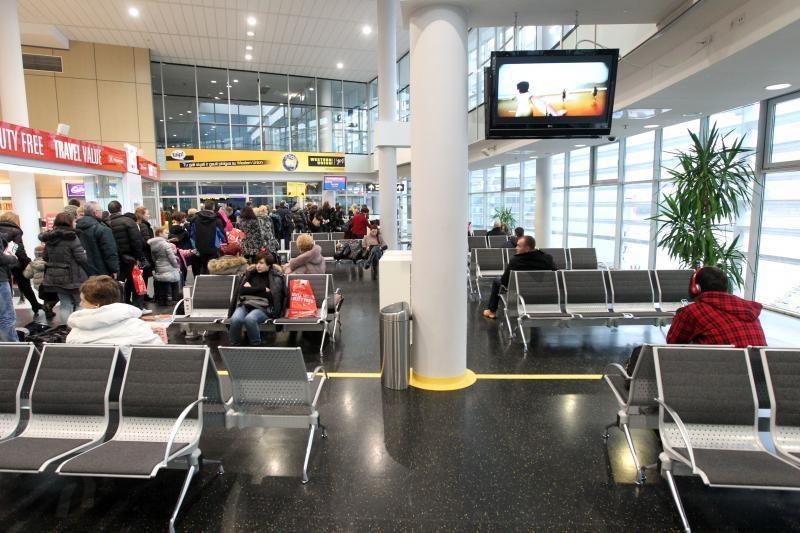 Pareigūnai oro uostą per dvi savaites pervadino dukart