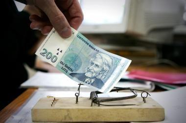 Pinigų kiekis bankuose auga, tačiau gyventojai kol kas tik taupo
