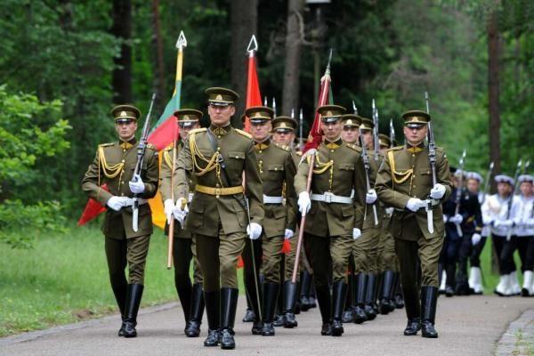 Geriausiai vertinama prezidentūros ir kariuomenės veikla
