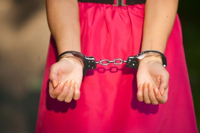 Prieš teismą stos merginą prostitucijai į užsienį išgabenę asmenys