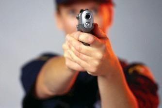 Įkaušęs vyras grasino nušauti žmoną