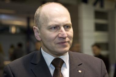 Seimas apgailestaudamas neprieštaravo P.Malakausko atsistatydinimui (papildyta 12.35 val.)