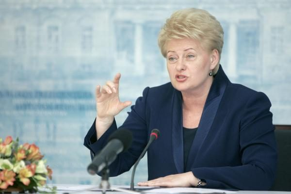 D.Grybauskaitė klaida vadina valdančiųjų abejingumą koalicijos išplėtimui