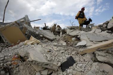 Nuniokotą Haitį sukrėtė dar vienas žemės drebėjimas (papildyta)