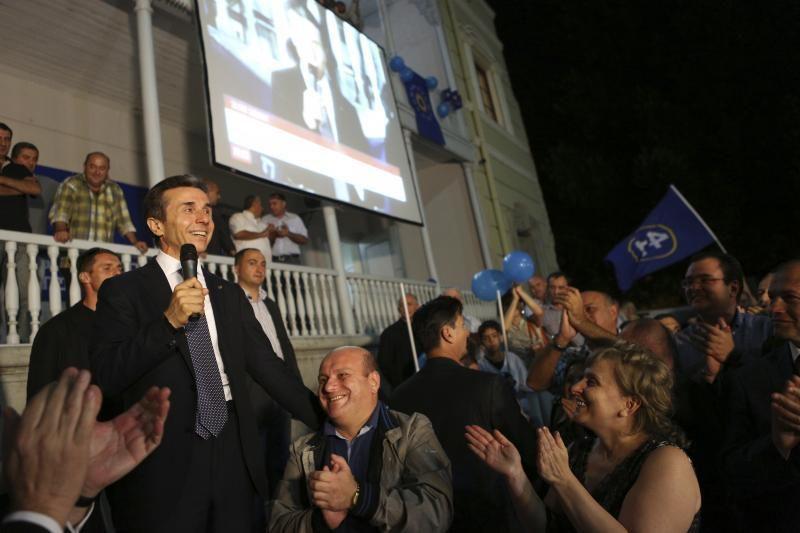 Gruzijoje tebeskaičiuojant rinkimų balsus pirmauja opozicija