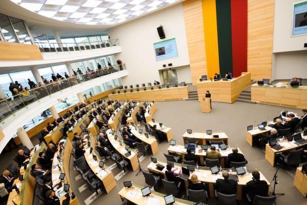 Seimas spręs dėl siūlymo rengti referendumą, kad būtų perpus sumažintas parlamentarų skaičius