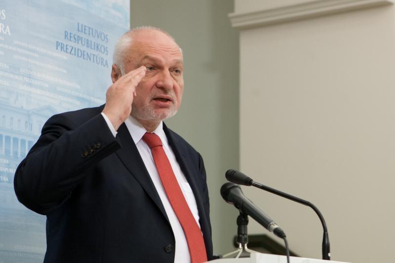 V.Mazuronis kartoja: reikia tęsti skalūnų dujų konkursą