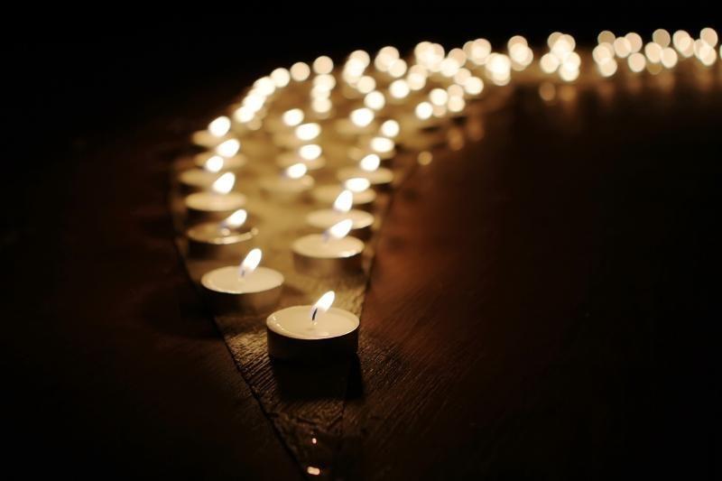 Mirė garsusis amerikiečių rašytojas fantastas Ray Bradbury