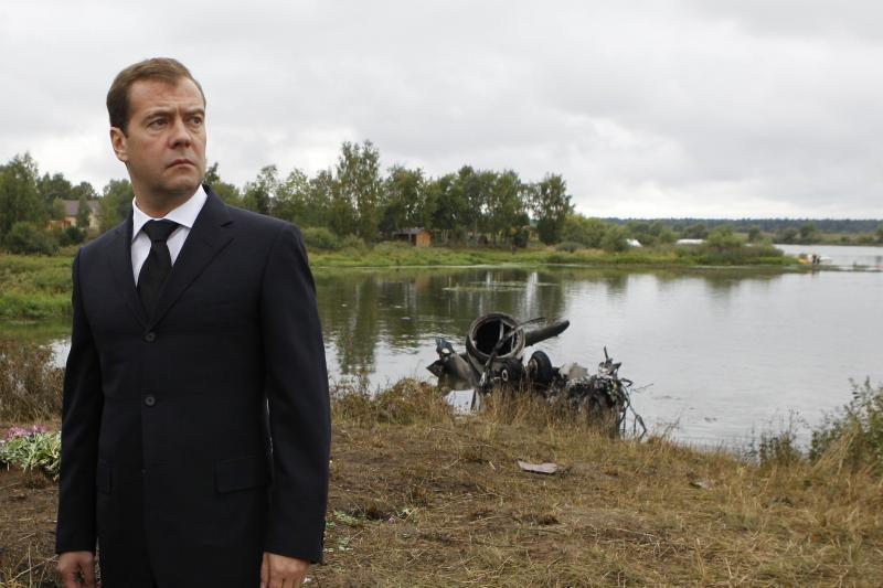 """Medvedevas dalyvavo valandą trukusioje """"ekskursijoje"""" po anglių šachtą"""