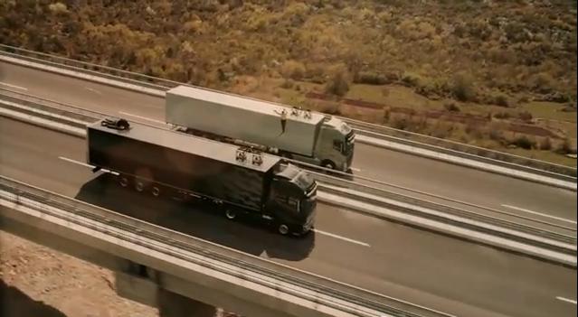 """Dėl """"Volvo Trucks"""" reklamos akrobatė ryžosi kvapą užimančiam triukui"""