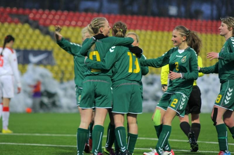 Lietuvos moterų futbolo rinktinė išplėšė lygiąsias (komentarai)