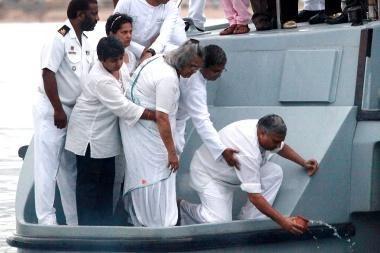 Indijoje apvirtus laivui žuvo 12 žmonių, dingo dar apie 20