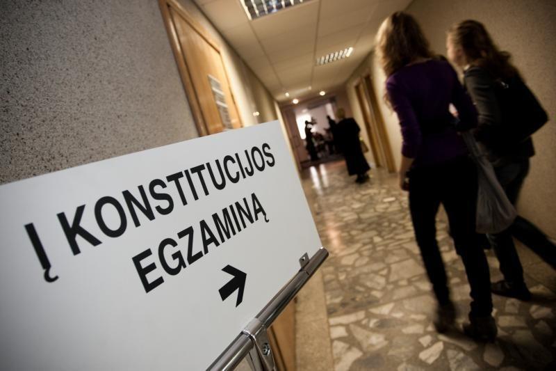 Per pietų petrauką - laikyti Konstitucijos egazminą