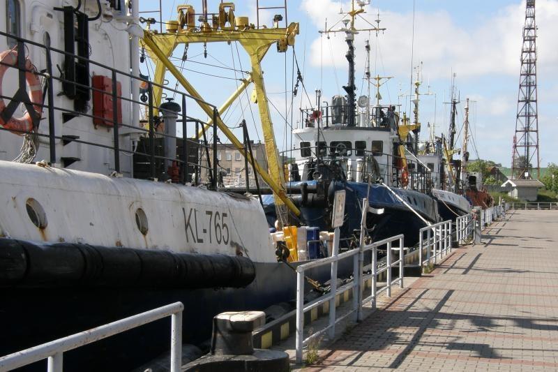 Klaipėdoje remontuojamas užsidegė senas žvejybinis laivas (papildyta)