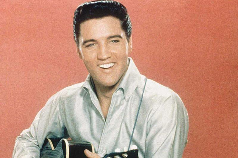 Aukcione parduodamos nešvarios E. Presley apatinės kelnaitės