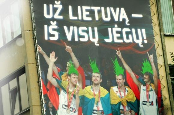 Aistra krepšiniui lietuvių galvas dažo žaliai