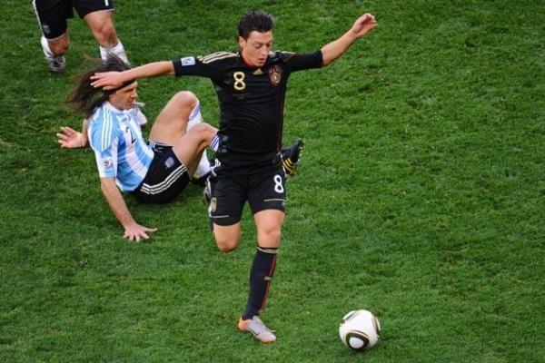 Argentinos futbolo čempionato lyderį persekioja dvi vienuolikės