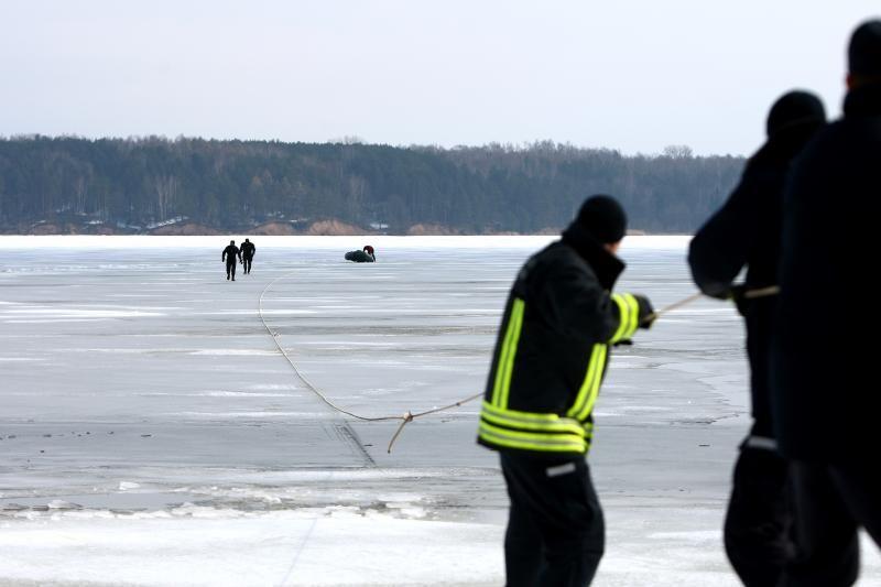 Uždrausta žvejoti ant pavojingo ledo, už pažeidimus grės baudos