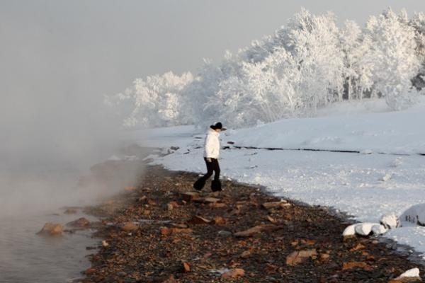 Mirė neįgalusis, išlaipintas iš autobuso į Sibiro šaltį