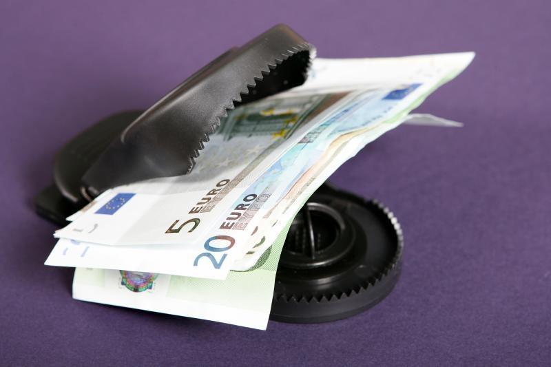 Analitikai: euro zona grimzta į recesiją