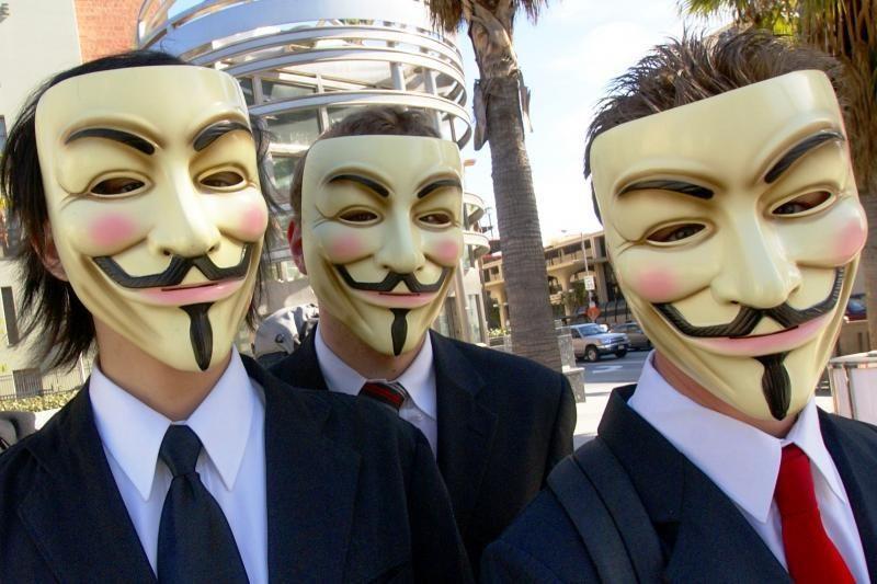 """""""Anonymous"""" žada kitą mėnesį išjungti internetą"""