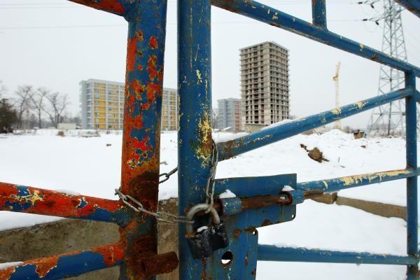 Žiemos šalčiai gesina statybininkų viltis įsidarbinti