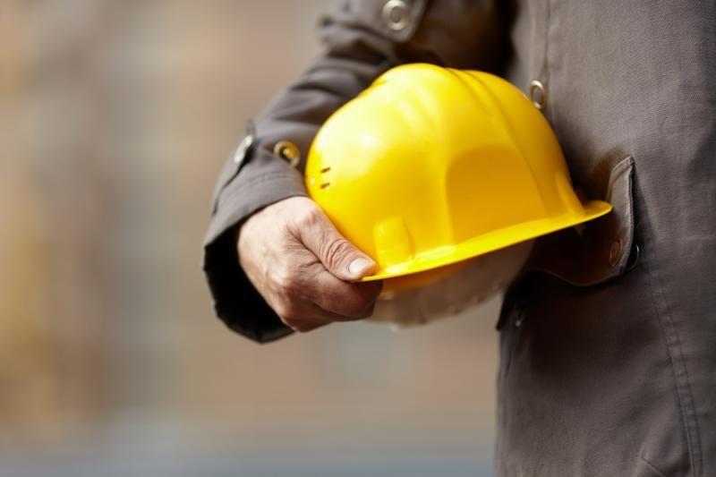 Nelegalūs statybininkai spruko per tvorą