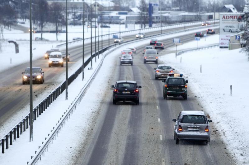 Sekmadienį eismo sąlygas sunkina lijundra