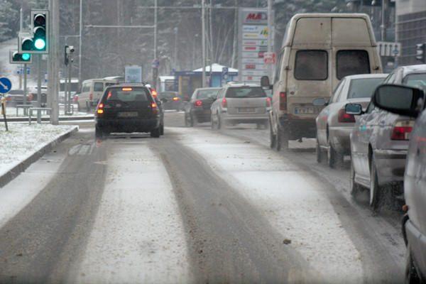 Kelių būklė: rajoniniuose keliuose eismo sąlygos - žiemiškos