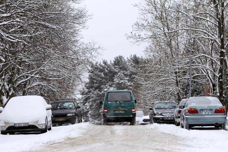 Automobilio langų priežiūra žiemą: dažniausios vairuotojų klaidos