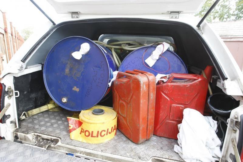 Trys žemaičiai kaltinami neteisėta prekyba dyzelinu