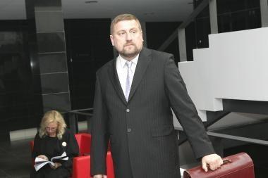 Buvęs Kauno apskrities valdininkas V.Vizbaras teisme kratosi kaltės