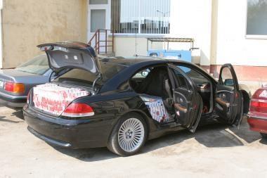 Kontrabandines cigaretes kauniečiai gabeno limuzinu BMW