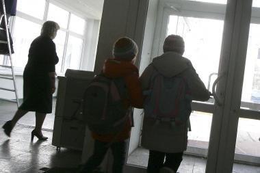 Mokyklų pertvarka: valdininkai spaudžia, tėvai priešinasi