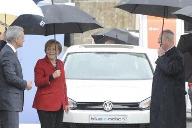 "Vokietijos kanclerei pristatytas ""Golf"" elektromobilis"