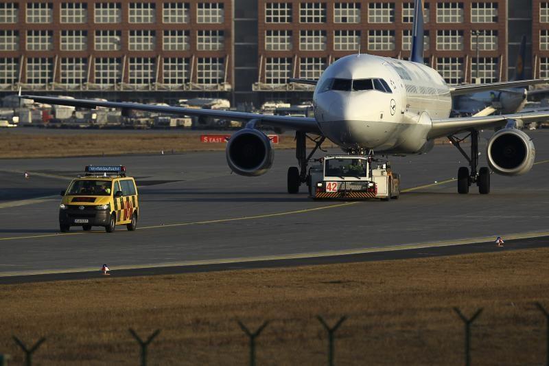 Frankfurte tęsiantis oro uosto streikui atšaukiama daugiau skrydžių