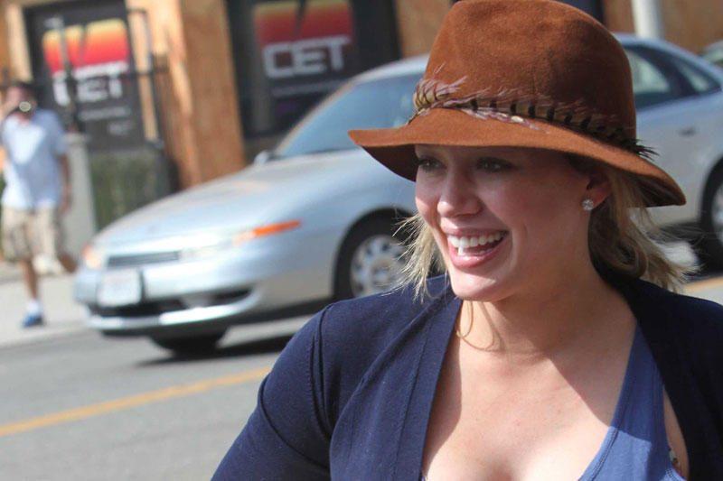 Aktorė ir dainininkė Hilary Duff pagimdė sūnų