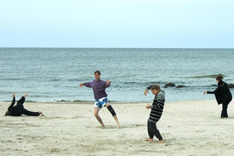 Japoniško šokio butoh pažinimo kelionė baigsis per saulėlydį Palangoje