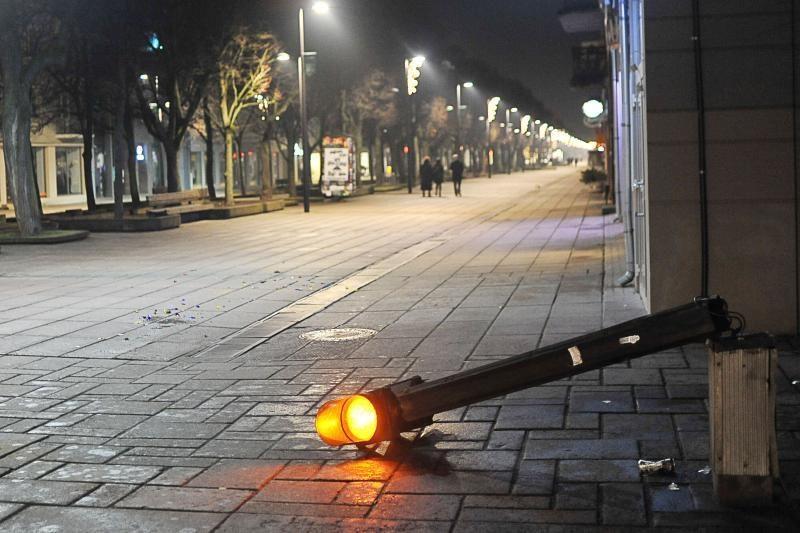 Naujųjų metų sutiktuvės: keturiese spardė vieną, policija nereagavo