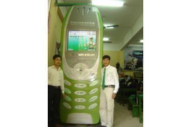 Mobilusis telefonas sveria 300 kg